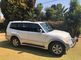 Pajero 3.2 DID GLS AUTO LWB model 2004