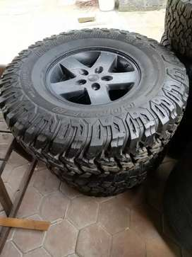 17 inch Jeep rim and new Tyre 37.12,5.17
