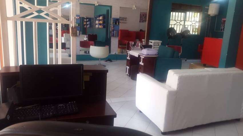 excutive salon for sale on gaba road  bunga 0