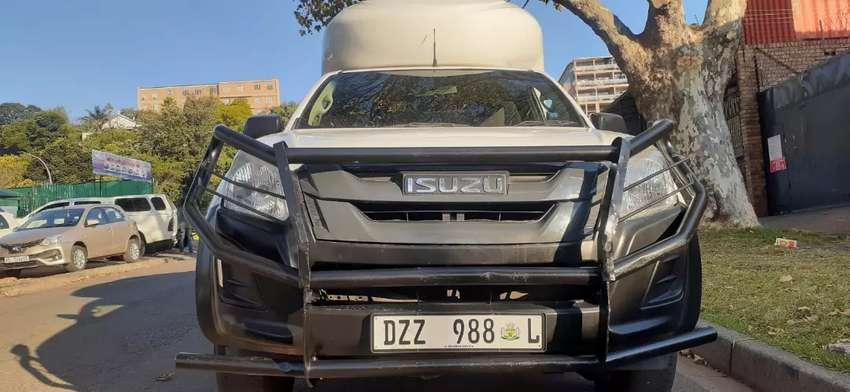 ISUZU KB250 WITH CANOPY IN EXCELLENT CONDITION