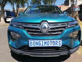 RENAULT KWID WITH SERVICE BOOK