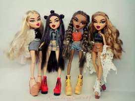 "Not selling""looking for all 4 bratz dolls"""