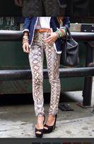 продам штаны с модным принтом змеи