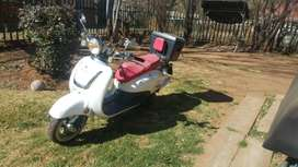 Big Boy Revival 150cc Scooter 2016 model White in colour10000