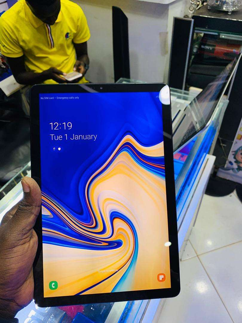 Samsung tab S4 from Europe very clean 0