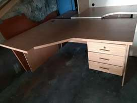 Office dssk with drawers