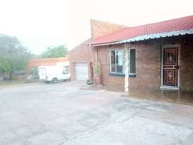 Bachelor available to rent in Phokeng