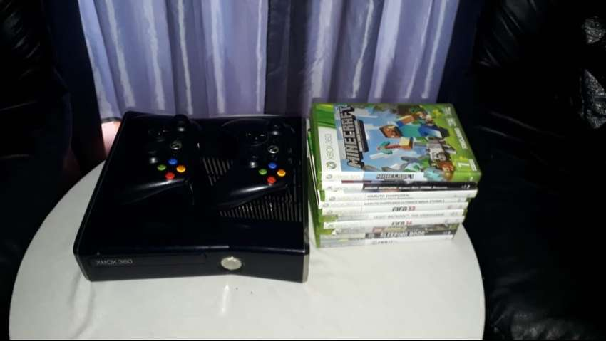 Xbox 360 with games and 2contols 0