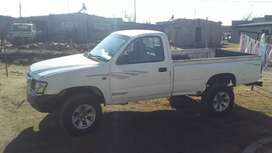 I m selling Toyota hilux 3.0D-E needs touch up.price R50 000 rand.