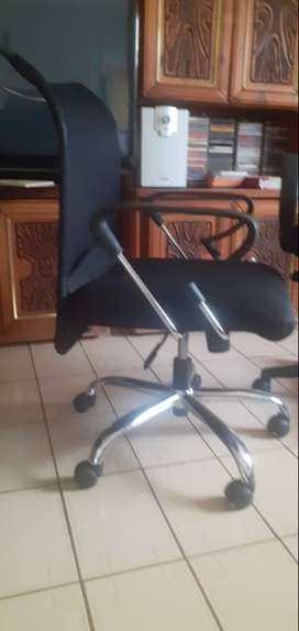 Mesh mid high office chair