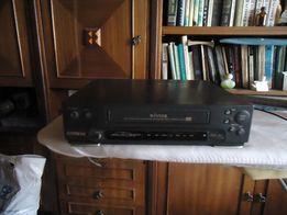 Продам видеомагнитофон кассетный Samsung+ подарок 8 видекасет