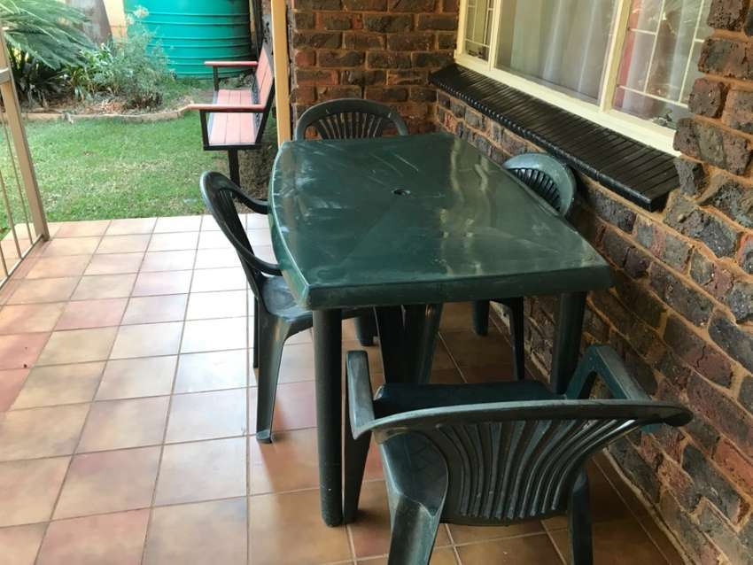 Plastic garden table and chairs (4) 0