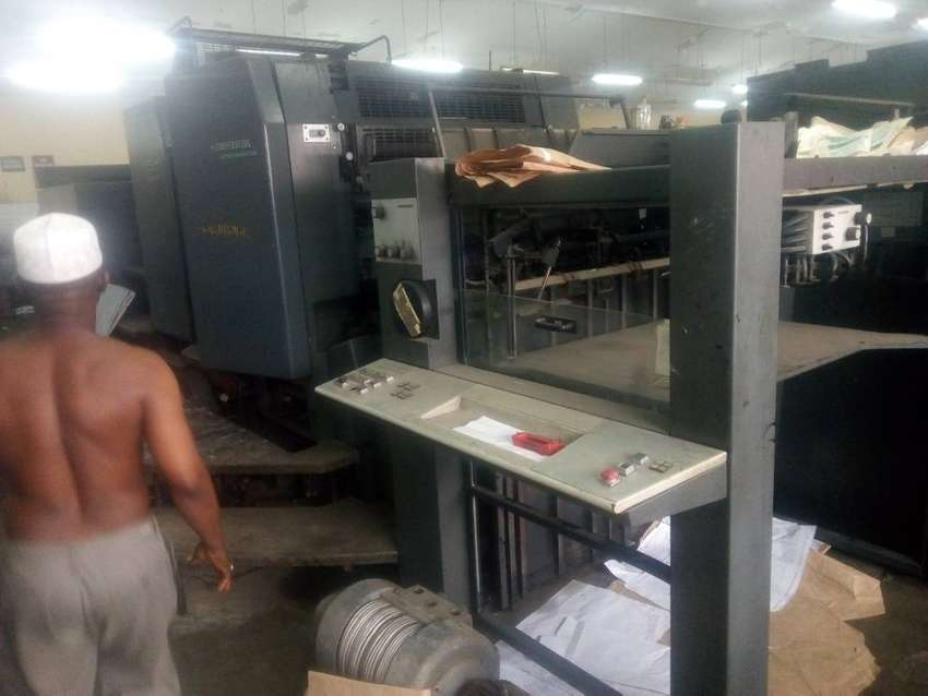 SM 102. TWO COLOUR PRINTING MACHINE 0