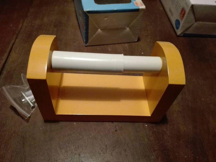 Drzak toaletniho papiru na zed 0