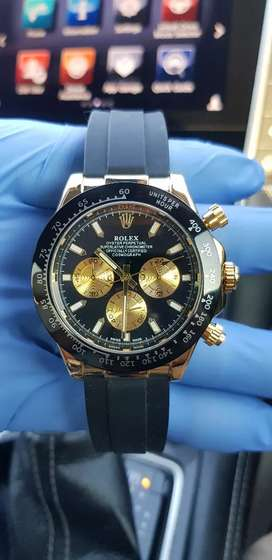 Men's Luxury Black and Gold Watch