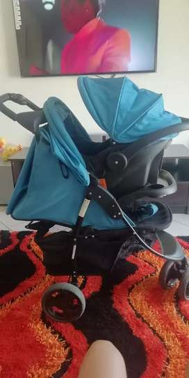 Clip on carseat selling it separately