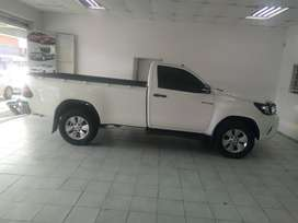 WHITE TOYOTA HILUX 2.0 S/CAB