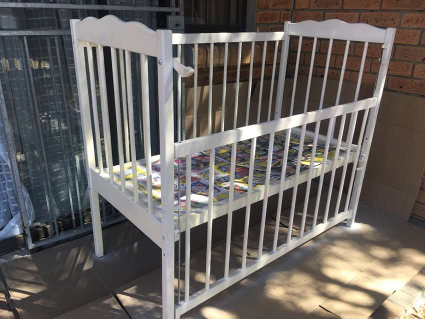 Cot bed for sale 0