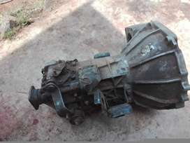 2'7 KIA gearbox neat and working condition