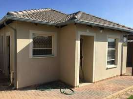 Room for rent Fourways Riverside view Ext 35 next too Stain City