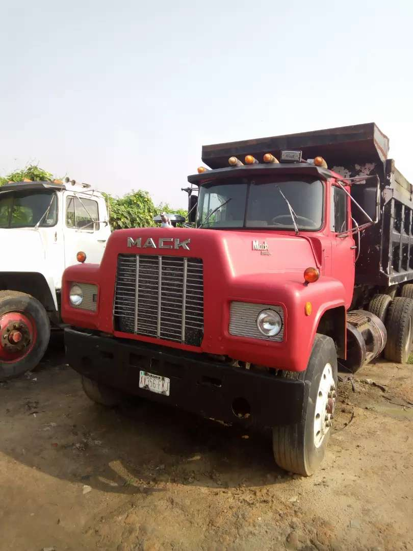 Mack double axle with spring 0