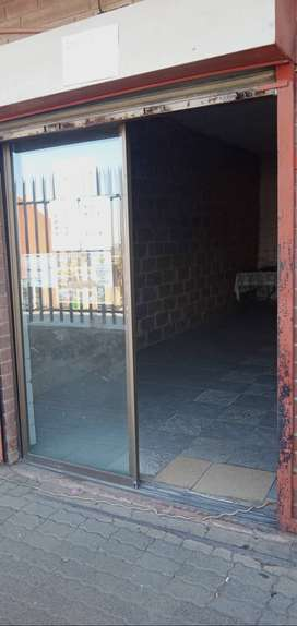 Shop to Let in Alexandra