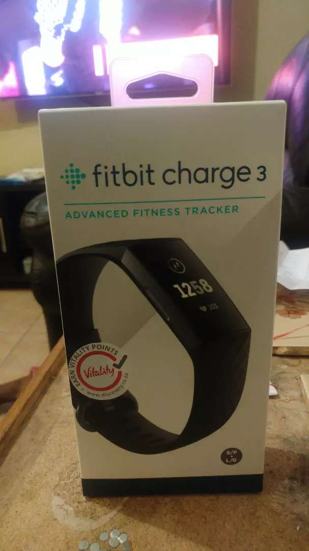 Fitbit  charge 3 - graphite/black  Sealed 0
