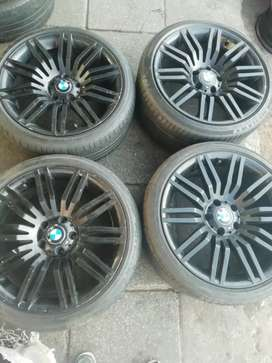 Selling this original mag wheels for BMW