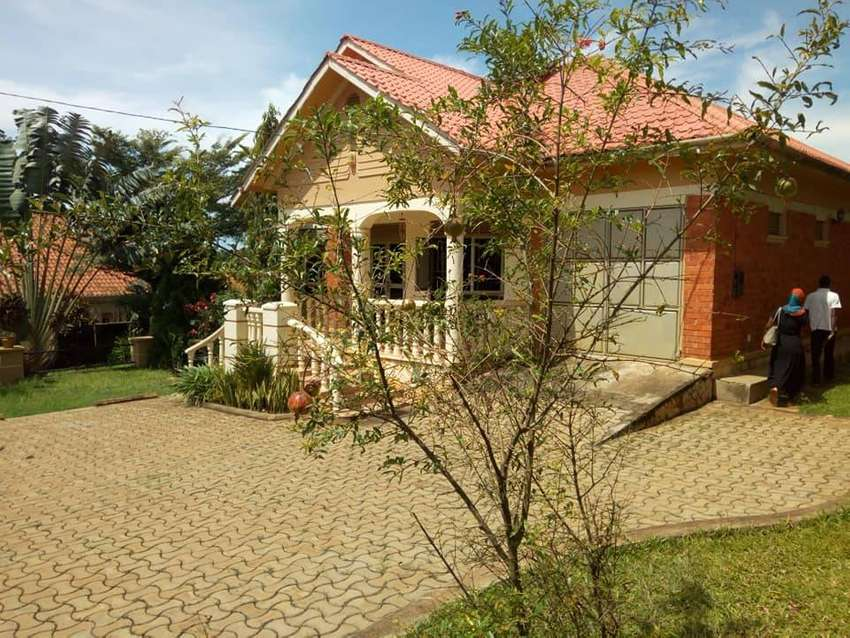 Posh 4 bedroom fully furnished stand alone house for rent in Namugongo 0