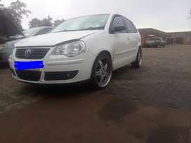 Selling my VW POLO 1.6 2008 model, it's running and contact me on cell