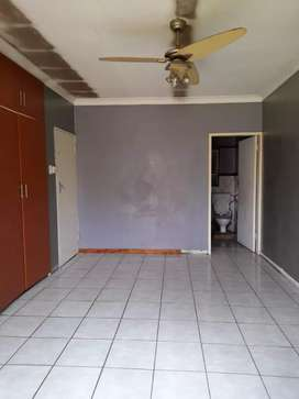 Spacious Bachelor room at Booysens PTA West