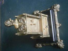 Zegar z pozytywką z brązy , ozdobny wys. ok. 20 cm.