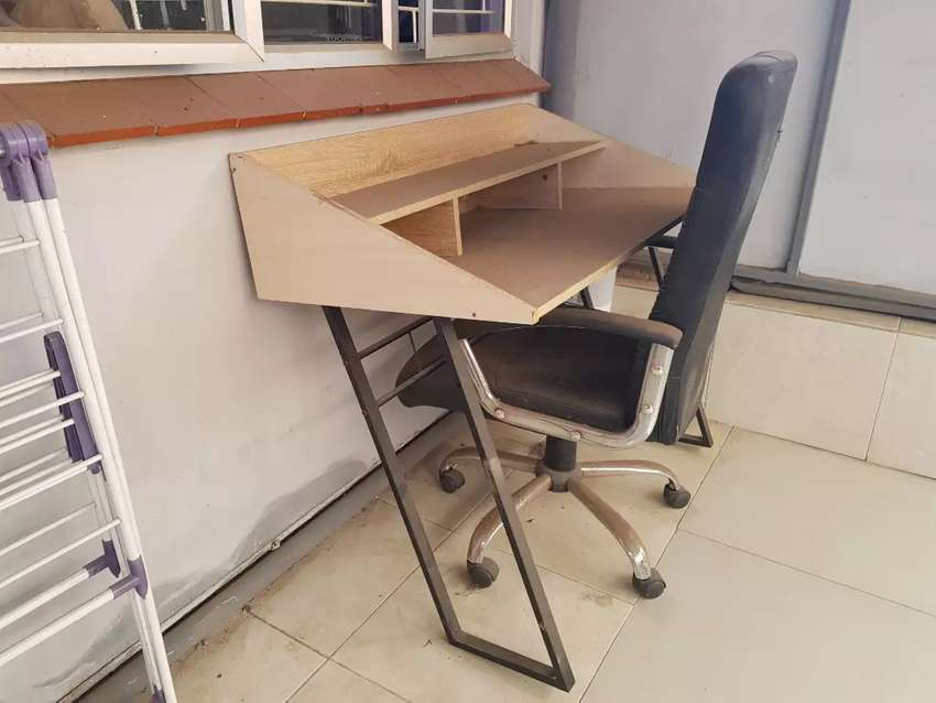 Office chair and study desk 0