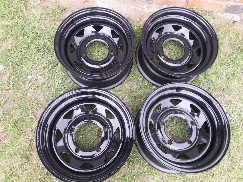 Land Rover Discovery 1/ Defender 15 inch steel rims for sale