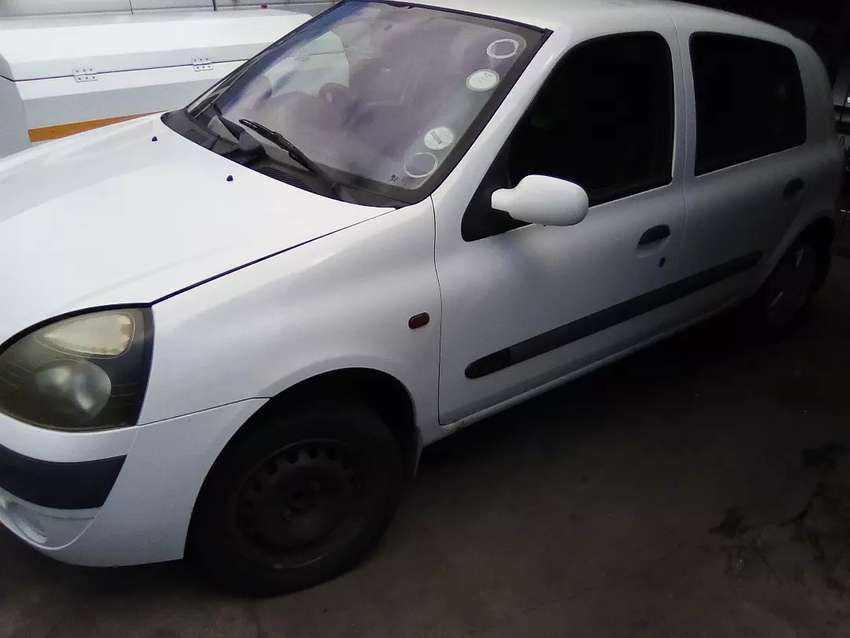 2002 Clio stripping for spares
