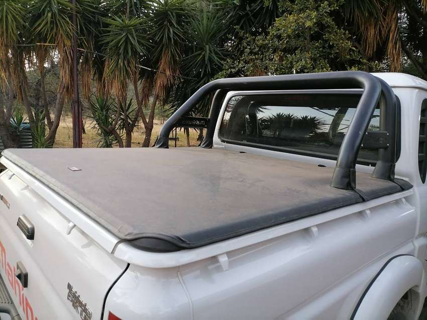Mahindra pikup. Rollbar and cover