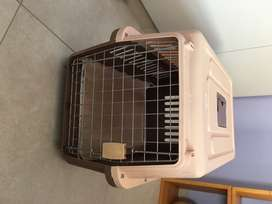 Dog carrier / crate