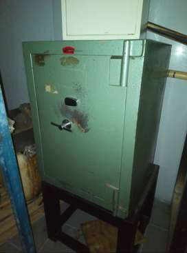 Very strong Heavy Duty Safe & Strong Stand