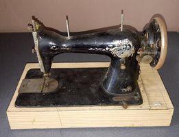 Maszyna do szycia (antyk zabytek kolekcja)