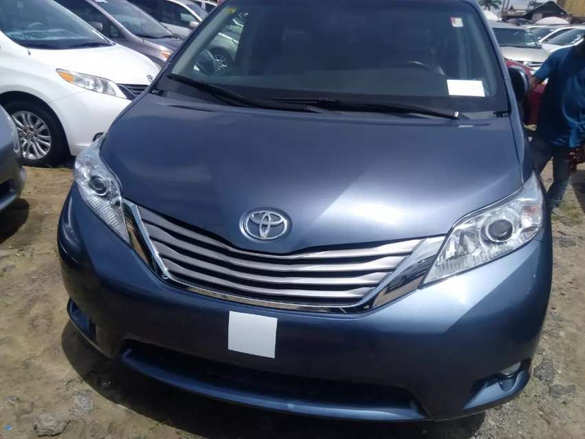 Tincan cleared tokunbo Toyota Sienna xle limited keyless reverse cam 0