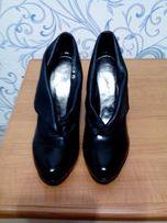 НОВЫЕ туфли лак и кожа. Размер 39