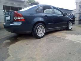 Volvo s40 with mag wheels and brand new tires