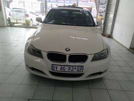 WHITE BMW 320 I SEDAN SUN ROOF