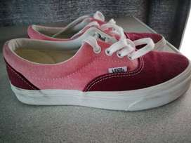 Vans tekkie size 4 very good.