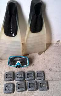 Image of Fins size 11. Bermuda mask.Lead weights 11 kg. (Durban)