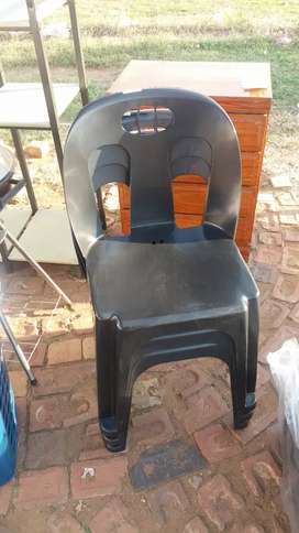 Plastic chairs r50 each new