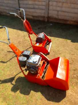 1 x roll blade lawn mover