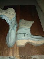 Buty na podeszwie drewnianej