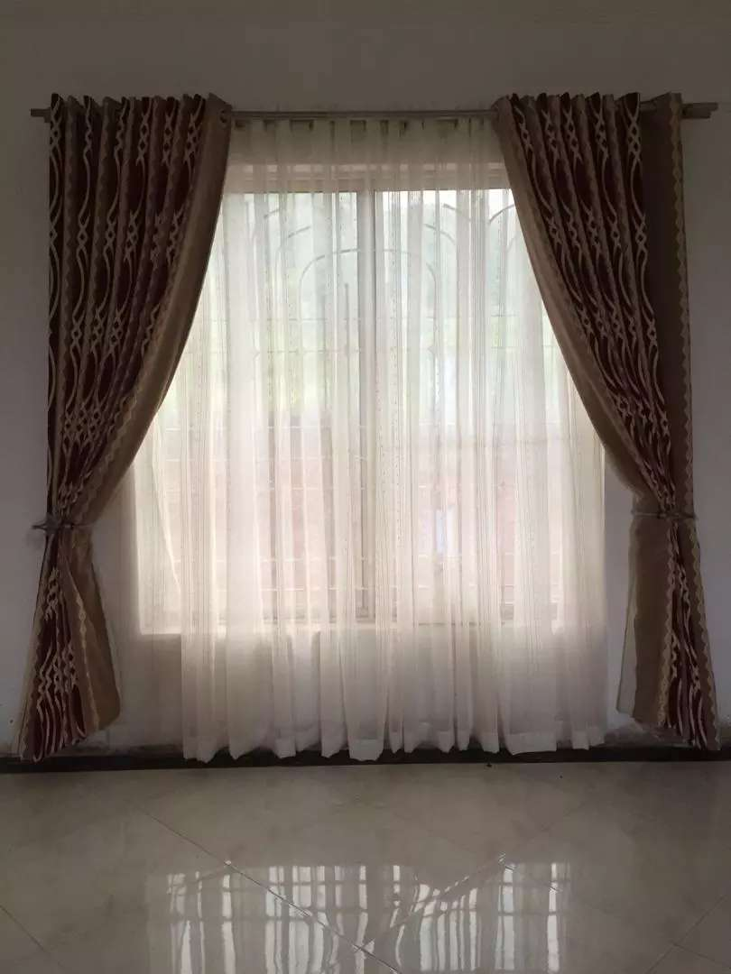 Curtains and Rodes 0