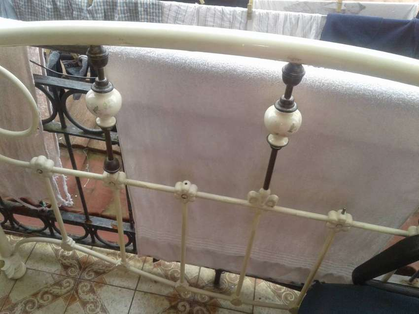 Brass bed /headboard  two piece for sale 850 0